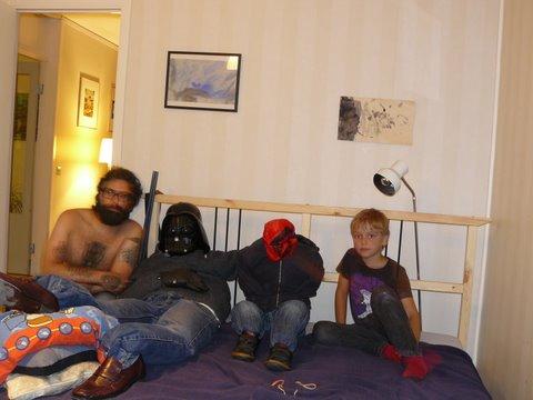 Jorge e seu filho Noah - entre eles, os mojos O Boneco e A Criança