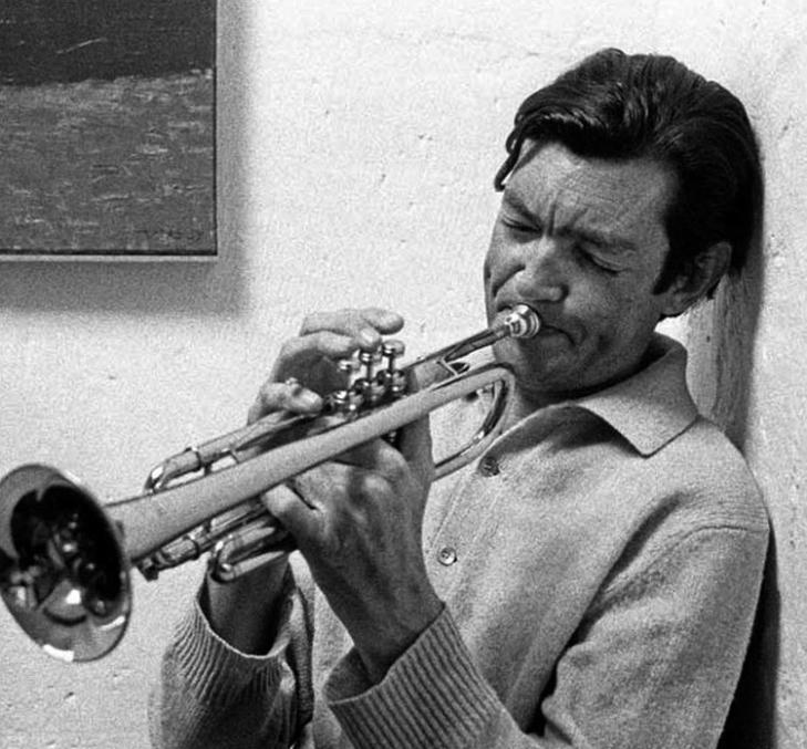 O trompetista argentino Julio Cortázar, escritor nas horas vagas