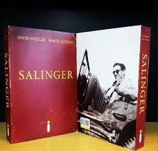 Forrada de fotos inéditas, a edição da bio de Salinger flerta com as capas minimalistas do exigente autor