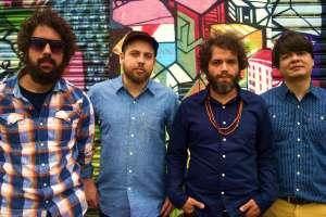 Supercordas: Diogo Valentino (baixo), Filipe Giraknob (guitarras, efeitos), Pedro Bonifrate (voz, guitarra) e Gabriel Ares (teclados).